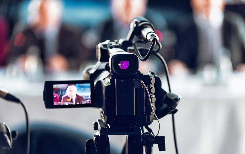 live-nas-redes-sociais-camera-de-video-filmando-6
