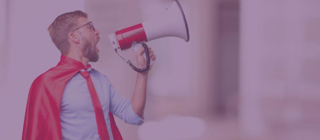homem-executivo-gritando-no-alto-falante
