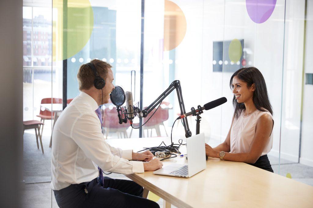 radio-online-homem-e-mulher-entrevista-estudio-de-radio