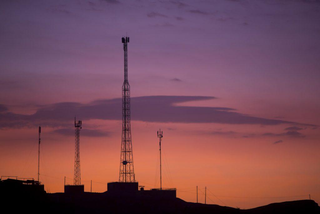 novas-tecnologias-antena-torre-de-transmissao-ceu