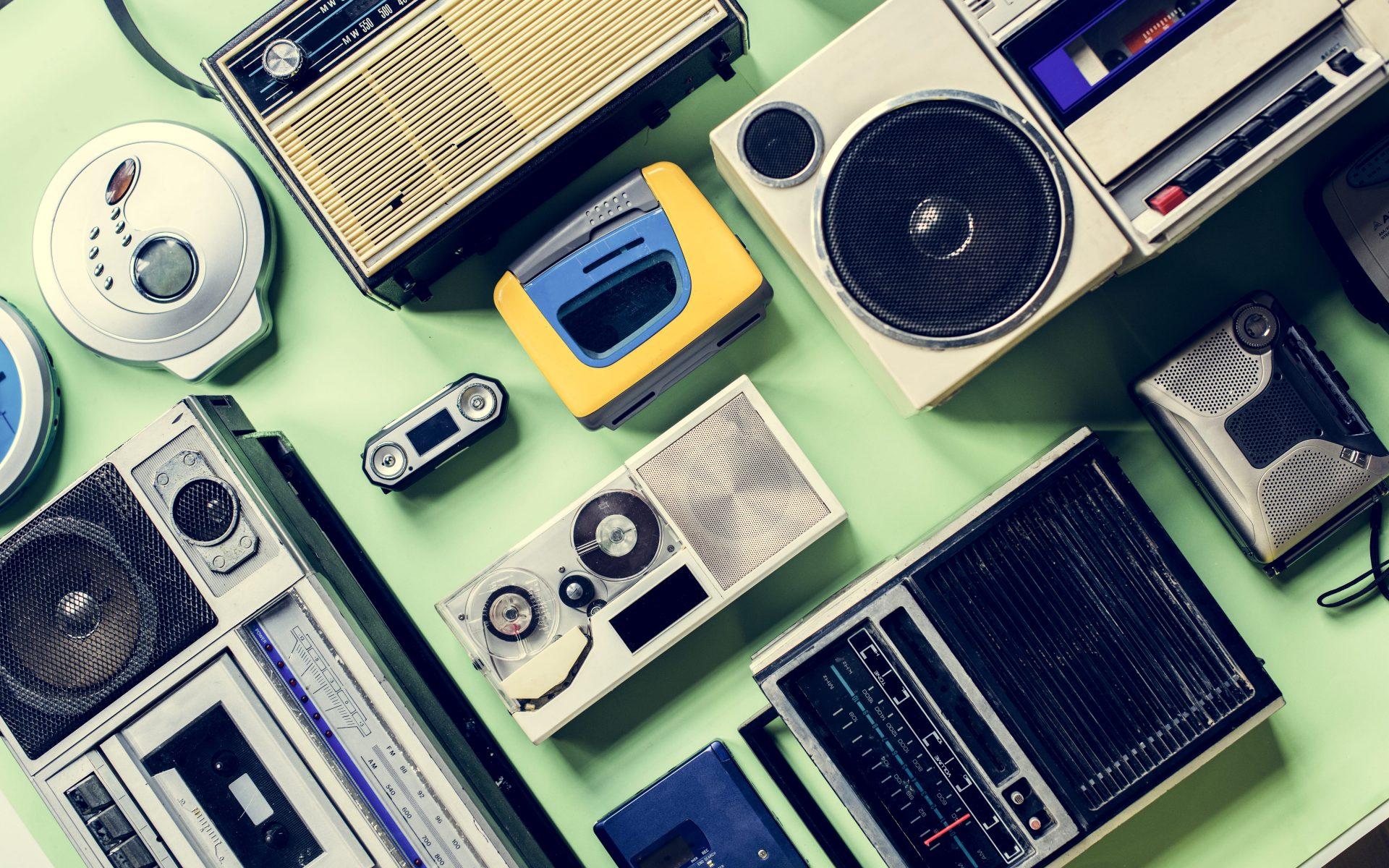 tudo-sobre-o-radio-varios-formatos-de-radio-aparelho-audio